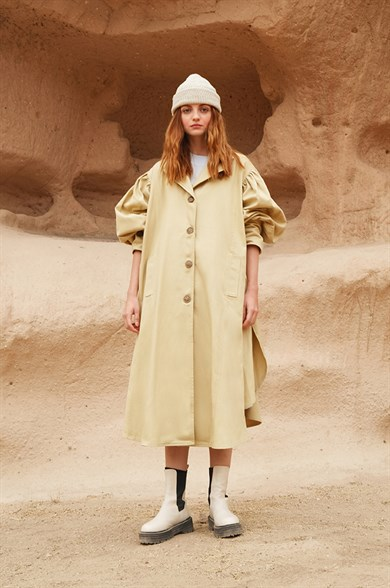 CREAM BELL TRENCH COAT
